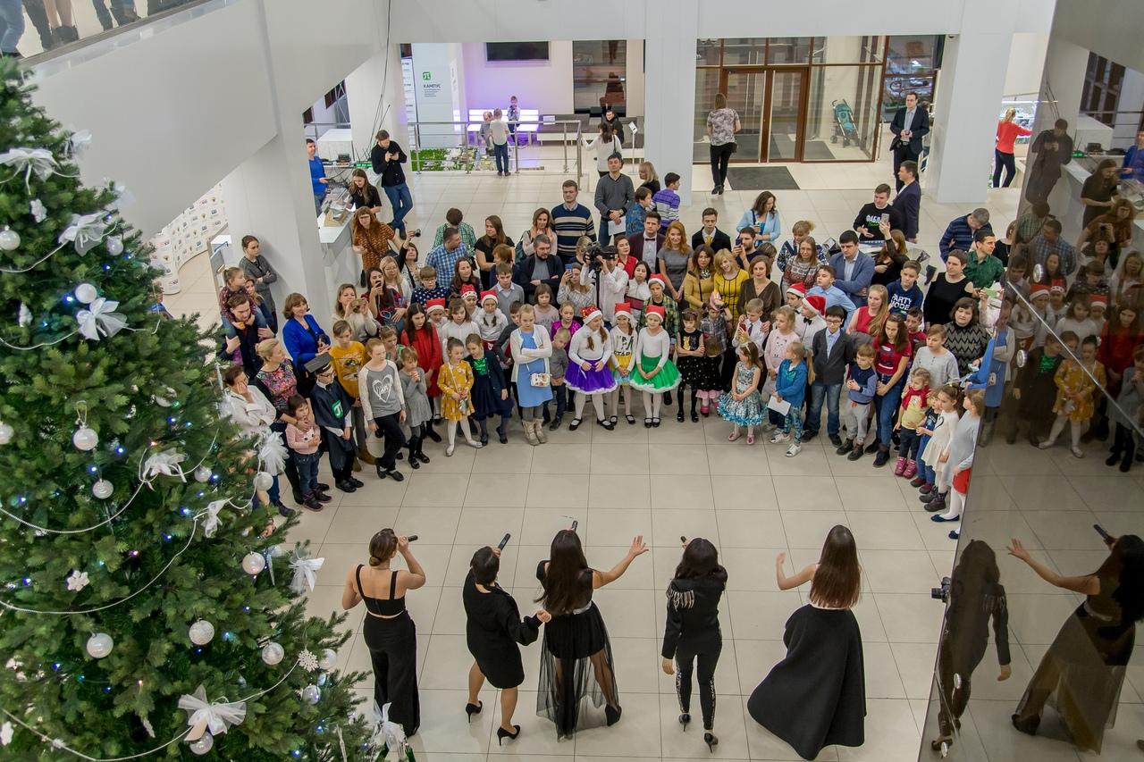 Дети сотрудников ВШБиПП уже начали праздновать Новый год на самой политехнической елке страны